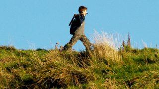 疲れない、きれいな歩き方は、腰から歩く、フラットに着地する