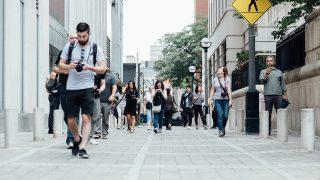 正しい歩き方と言われる踵着地は、効率が悪く、からだを痛めます
